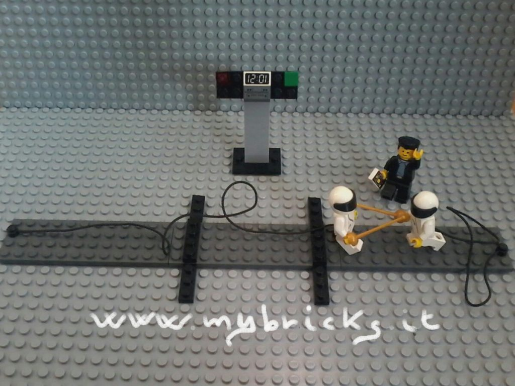 Lego Fencing Minifigs - Scherma - Lego Fencing Match. Left side doesn't touch. Right side touches. Right point. Lego Fencing Minifigs - Scherma - LEGO Fencing Match. Left side doesn't touch. Right side touches. Right point.