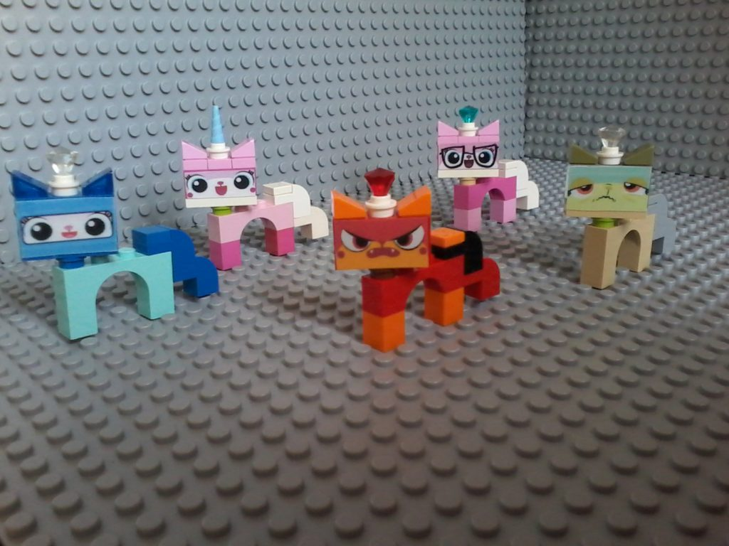 Lego Unikitty BIZNIS QUEASY ASTRO ANGRY KITTY Few bricks, one arch, some stickers and slopes in order to construct my custom figures for Unikitty! Nice! Try! !