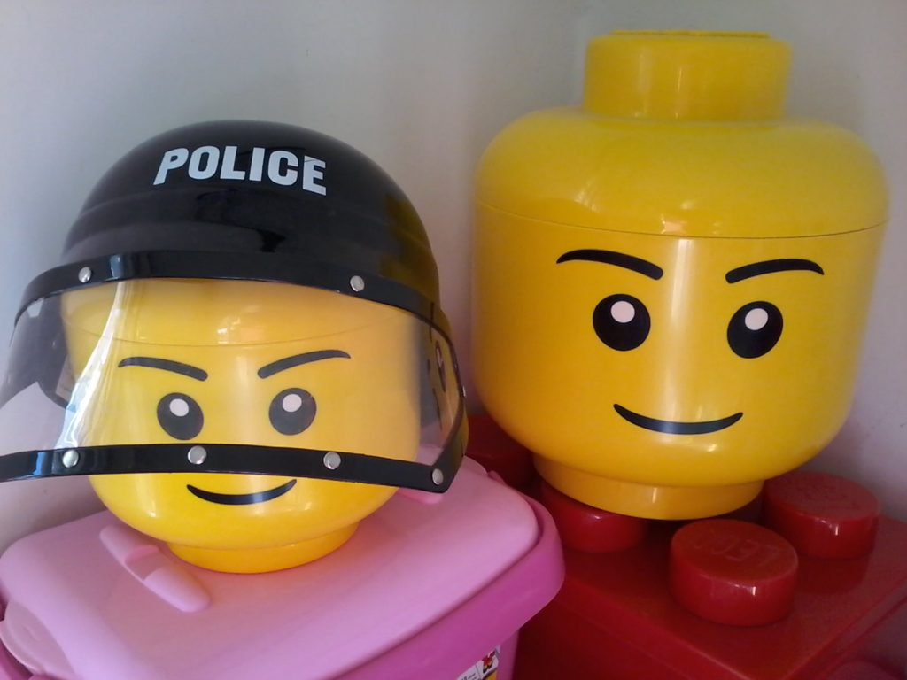 Lego Storage Head Box Measures Big Head: - Diameter 23cm - Height 27cm Measures Small Head: - Diameter 15 cm - Height 18 cm
