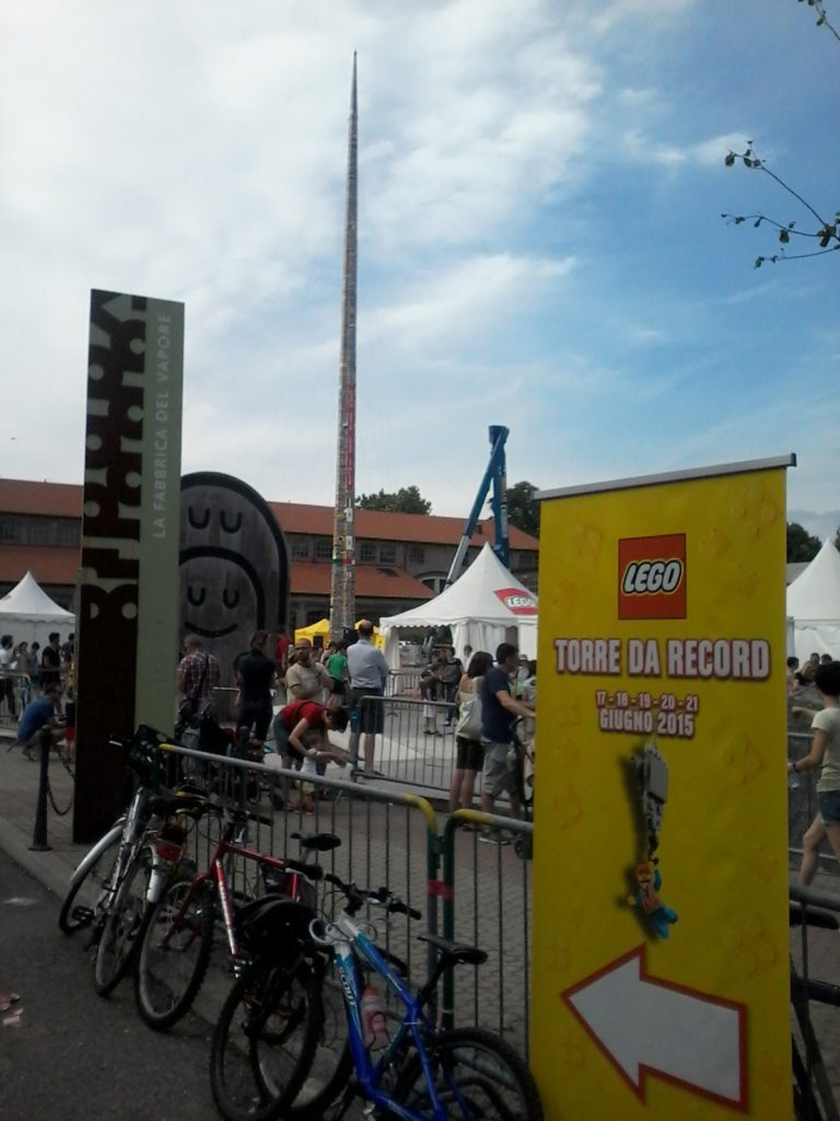 Lego Torre Record - Milano 21 June 2015 La Fabbrica del Vapore - Via Procaccini 4 35 METERS OF LEGO! F A N T A S T I C !