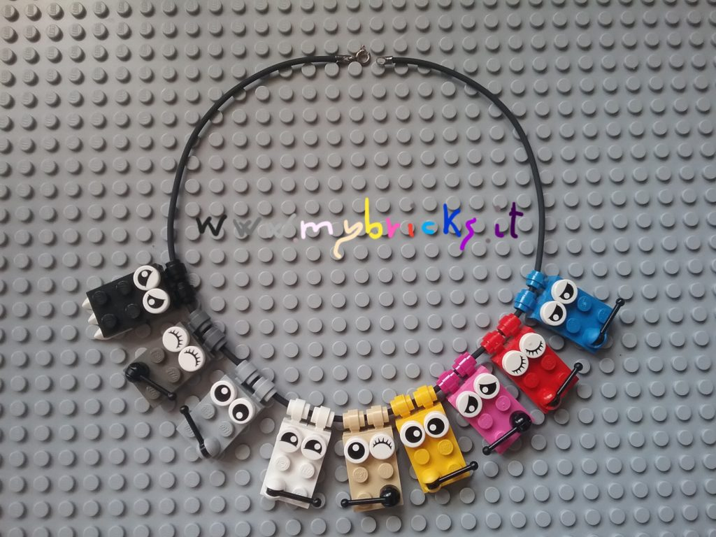 Lego Emoticons Necklace Mybricks.it: Black Angry emoticon Dark Grey Happy emoticon Light Grey Crazy emoticon White Clever emoticon Tan Squinting emoticon Yellow Fixing you emoticon Magenta Sad emoticon Red Prig emoticon Blue Tired emoticon Collanina Lego Emoticons Mybricks.it: Nero emoticon Arrabbiata Grigio scuro emoticon Felice Grigio chiaro emoticon Impazzita Bianco emoticon Furba Tan emoticon Ammiccante Giallo emoticon che ti sta fissando Magenta emoticon Triste Rosso emoticon Saccente Blu emoticon Stanca